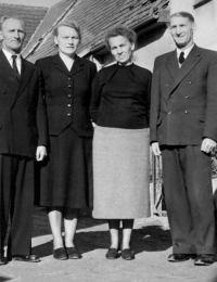 Treffen anläßlich Robert Forbergers Beerdigung 1958: von links: Hermann, Emma, Ernestine, Johann Forberger